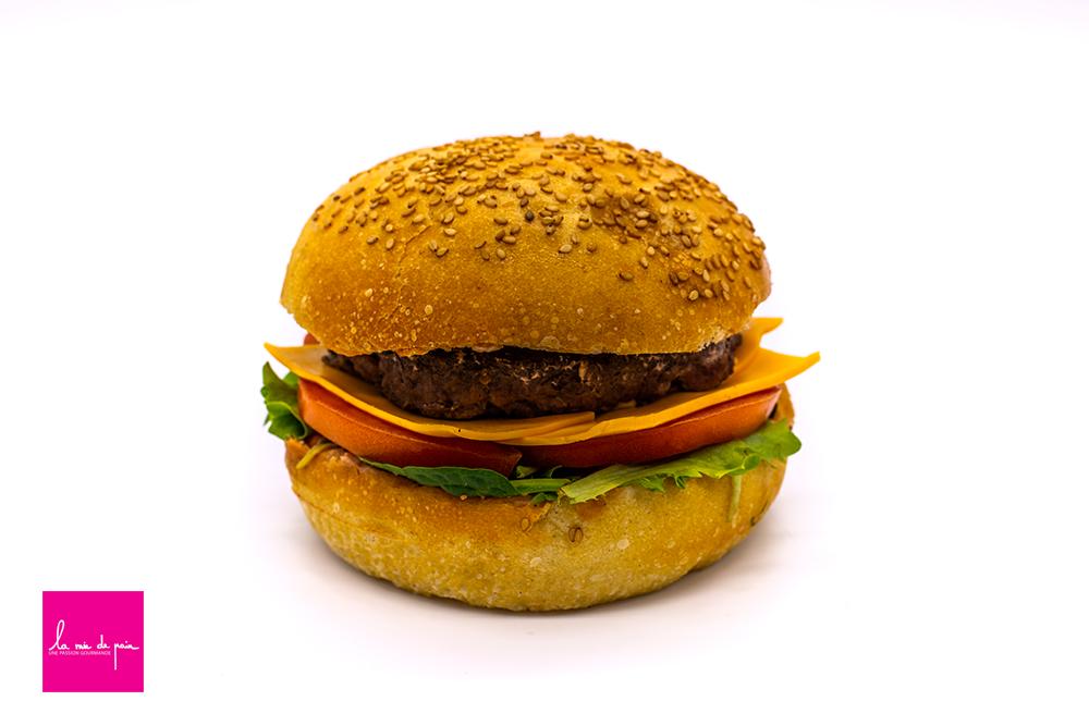 Hamburger-la-mie-de-pain---pain-burger-petri-et-cuit-sur-place